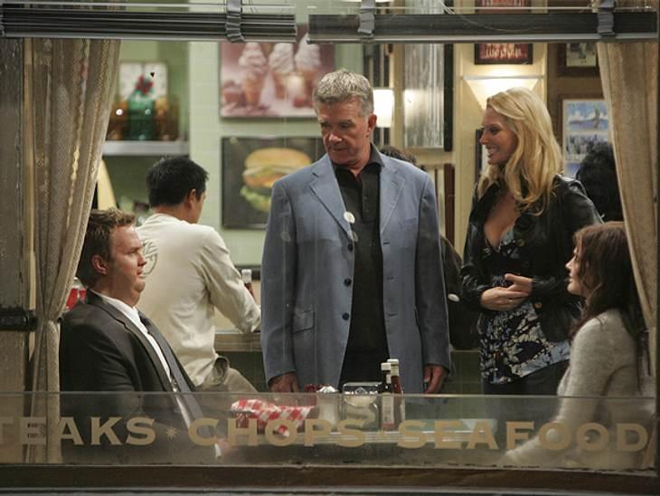 """How I Met Your Mother: Die coolste Clique im TV!,Barney: """"Wieso gucken uns der Fettsack und die alte Schabracke so komisch an ? ..... Ah, das sind ja wir.""""(Folge: """"Der Durchhänger"""", 5. Staffel von """"How I Met Your Mo"""