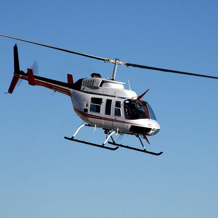 Mann blendet Flugzeuge und Polizeihubschrauber mit Laserpointer