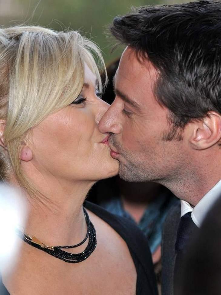 """Frühlingsgefühle: Sooo verliebtAuch nach 15 Ehejahren noch so glücklich:  Hugh Jackman mit seiner Frau Deborra-Lee Furness. Als er gefragt wurde, was den Erfolg ihrer Ehe ausmacht, antwortete er: """"Es hilft natürlich, mit der großartigs"""