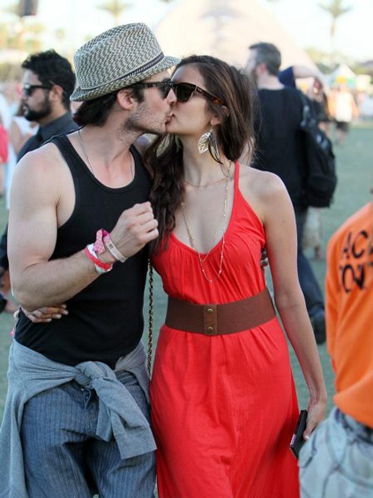 """Coachella Festival 2012 """"Vampire Diaries""""-Stars Ian Somerhalder (33) und Nina Dobrev (23) turtelten die ganze Zeit zwischen den Live-Acts von Snoop Dog, Kanye West & Co."""