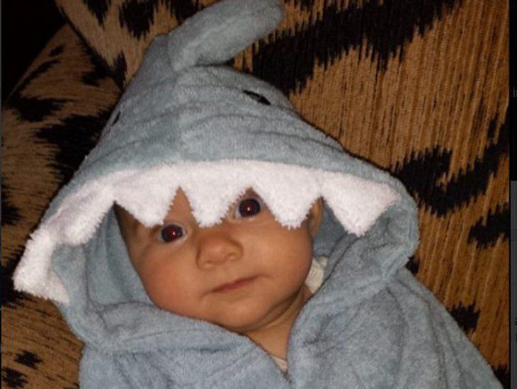 Der Schauspieler präsentiert seine Tochter im Hai-Look.