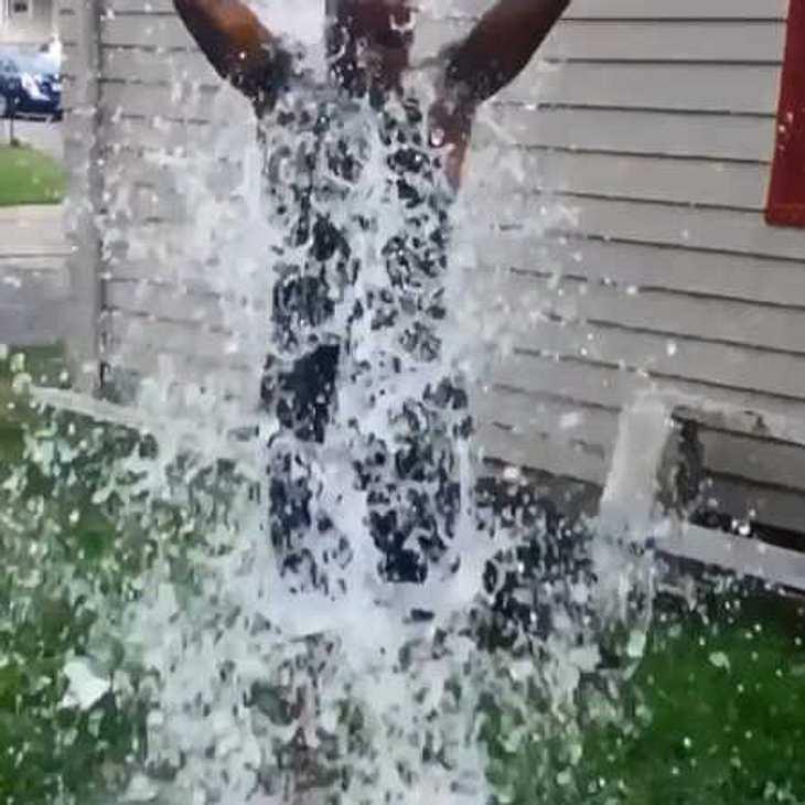 Ice Bucket Challenge: Wenn die Welt für gute Zwecke scheitert!