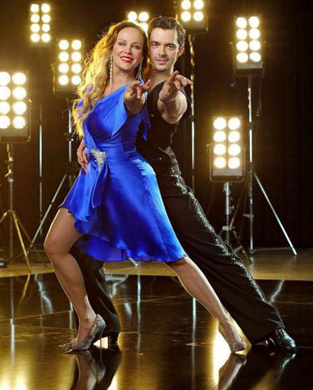 Sonja Kirchberger tanzt mit Ilia Russo