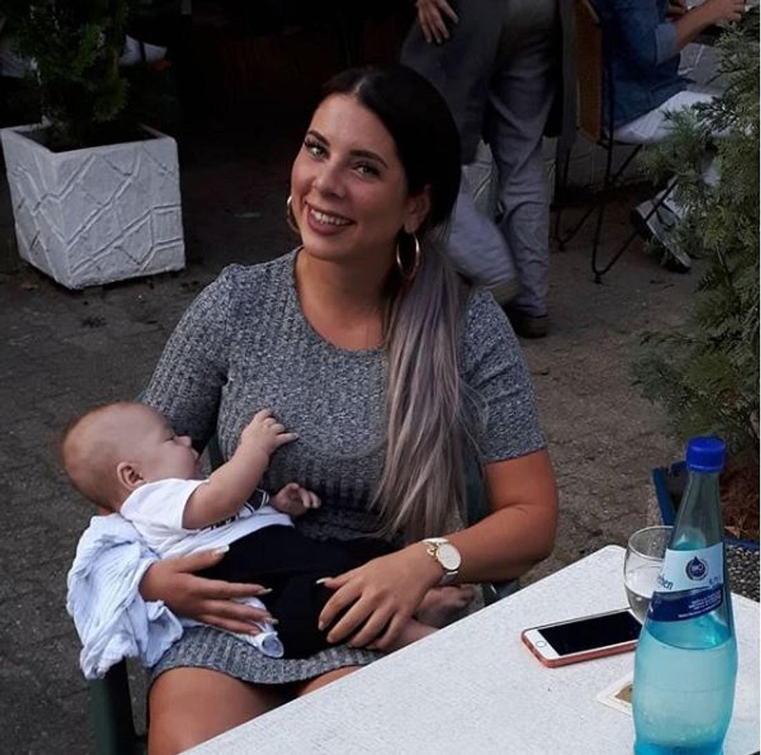 Jenny Frankhauser zeigt sich mit einem Baby