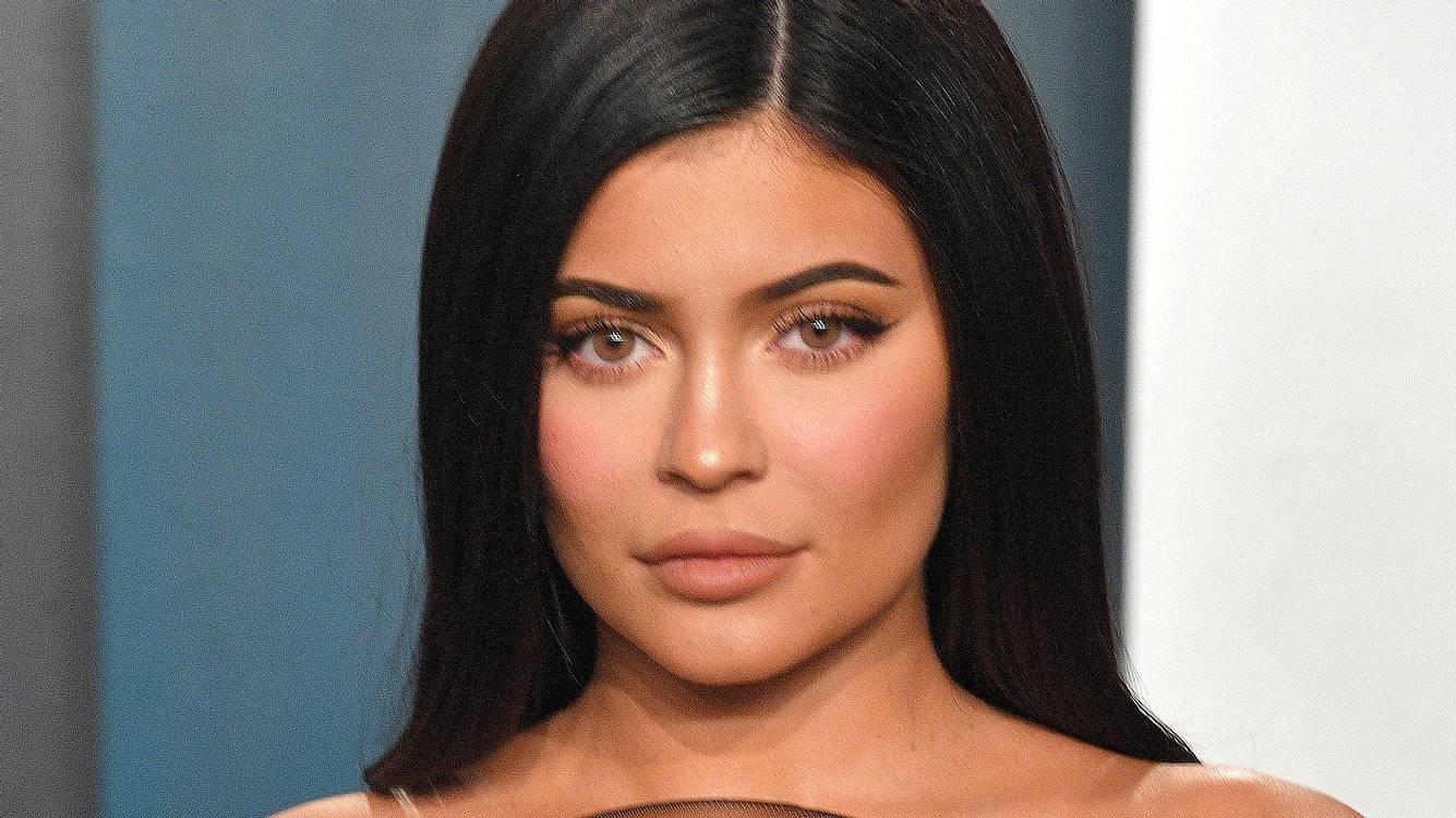 Kylie Jenner: Sie lässt die Baby-Bombe platzen