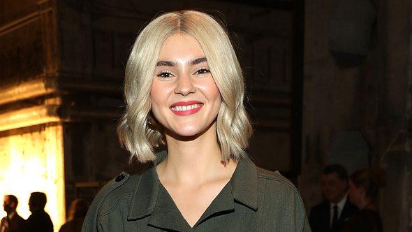 Haar-Hammer! Sie hat eine neue Frisur