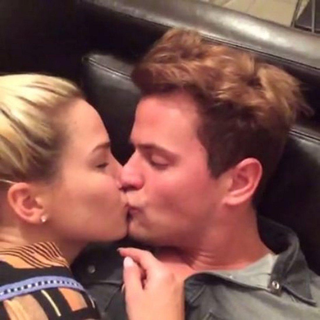 Heiße Küsse zwischen Angelina Heger und Rocco Stark