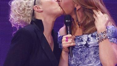 Ina Müller und Barbara Schöneberger in Aktion - Foto: GettyImages