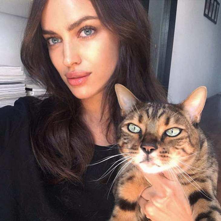 Irina Shayk Under Boob sexy