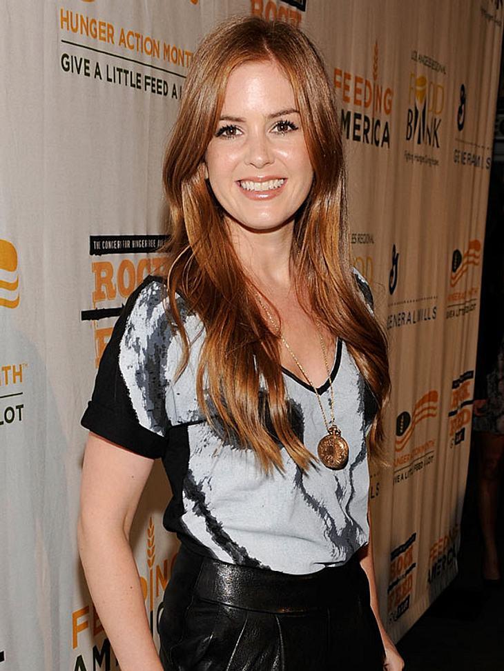 """Doppelgänger: Die doppelten VIP-LottchenDummerweise trägt """"Shopaholic""""-Star Isla Fisher nicht nur die gleiche Traummähne auf dem Kopf - auch sonst könnte sie glatt als Amys heimliche Schwester durchgehen..."""