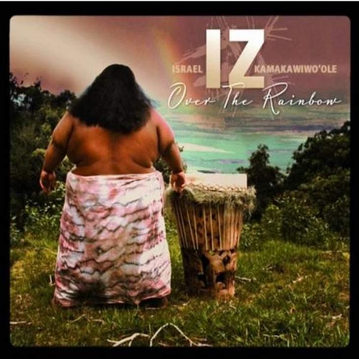 """IZ - """"Over The Rainbow""""Das meint die WUNDERWEIB.de-Redaktion: """"Die hawaiianische Version des weltbekannten Songs lädt zum Entspannen und Träumen ein.""""IZ -  """"Over The Rainbow"""" gleich online bei amazon.de kaufen."""