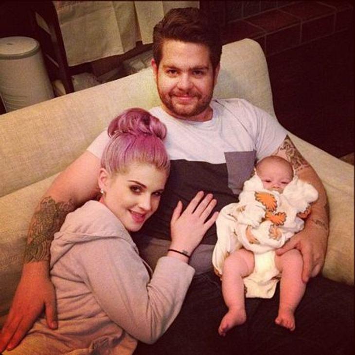 Jahresrückblick 2012 - Die schönsten Momente der StarsFür Jack Osbourne brachte das Jahr eine Menge Veränderungen: Ihm wurde die schlimme Krankheit MS diagnostiziert, er heiratete und Tochter Pearl kam im April zur Welt.Im April erblickten