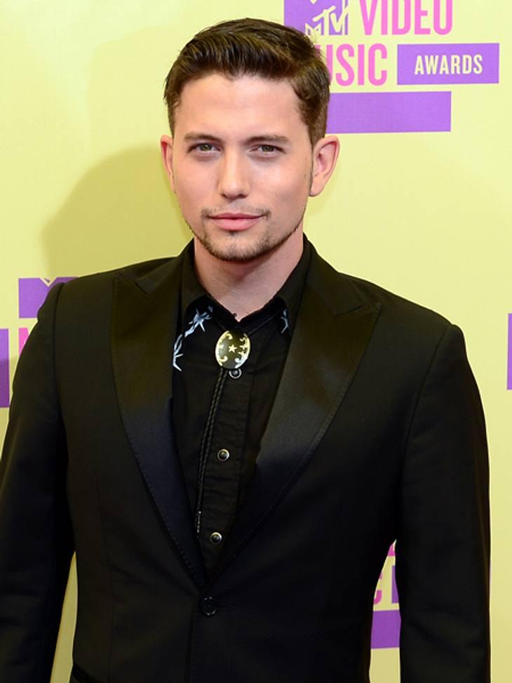 """Der Style der VMA 2012: Tops & FlopsJackson Rathbone (27), der """"Jasper""""-Darsteller aus den """"Twilight""""-Filmen, griff mit diesem Outfit im Country-Style eindeutig daneben. Der Möchtegern-Bart komplettierte das Grusel-O"""