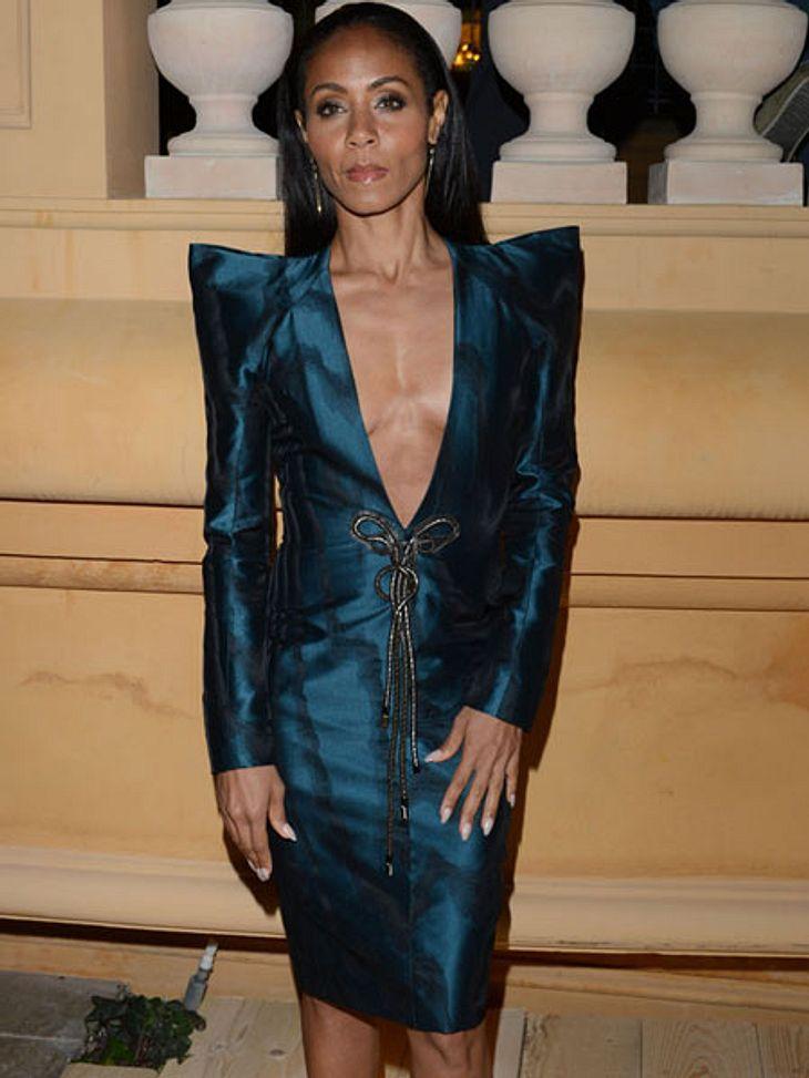Cannes 2012Nicht ganz so fröhlich war Jada Pinkett-Smith (40). Ihre spitzen Schultern verstärkten die Grimmigkeit nur noch. Was ihr für eine Laus über die Leber gelaufen war, ist unklar. Vielleicht hatte die sehr knochig wirkende Schauspiel