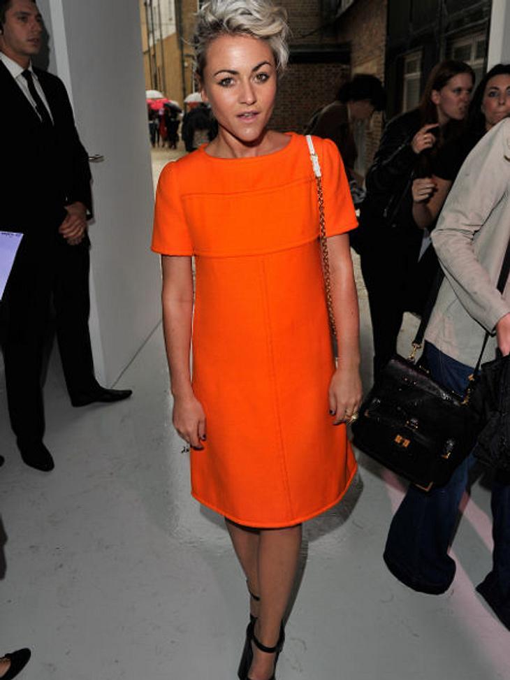 Star-Style: OrangeModel und Schauspielerin Jaime Winstone strahlt mit ihrem A-Linien-Kleid schon aus 100 Metern Entfernung.