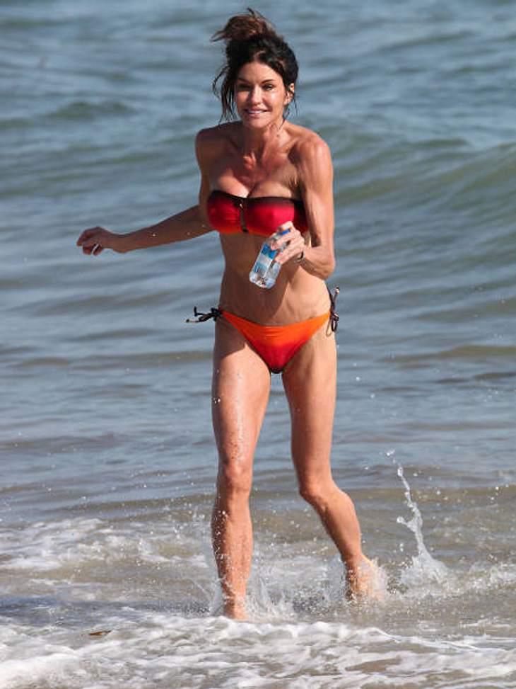 Stars am StrandIn Malibu Beach fühlen sich die Stars pudelwohl. Auch das 56-jährige Ex-Model Janice Dickinson, das ihren mehrfach generalüberholten Body gerne am Strand zeigt.,Top 10 der Promi-OP-Schocker