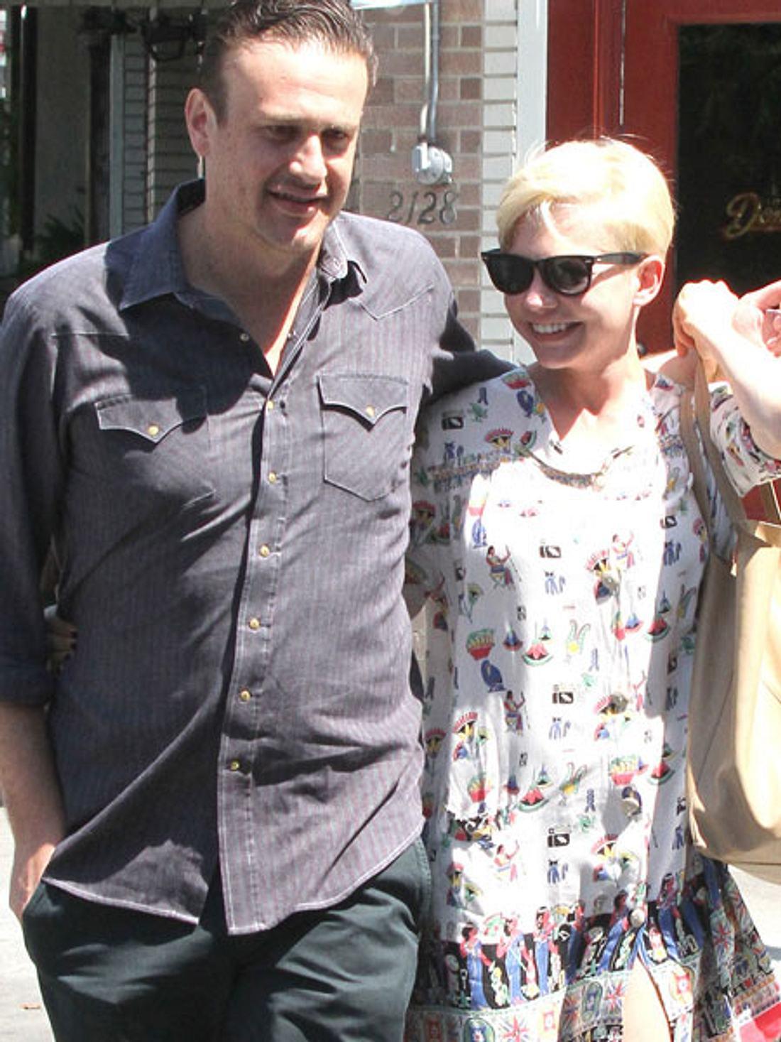 Liebe auf den zweiten Blick: Diese Stars brauchten etwas längerDas neue Hollywood-Traumpaar Michelle Williams (31) und Jason Segel (32) verband jahrelang eine enge Freundschaft. Vor wenigen Monaten ist daraus nun mehr geworden. 1999 hatten