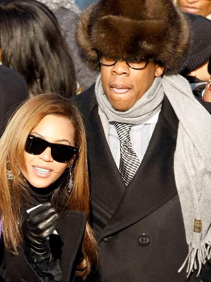 Jay-Z ist unter seiner Pelzmütze kaum zu erkennen. So richtig sexy ist das auch nicht, aber was soll er tun, wenn er doch keine Haare hat?!