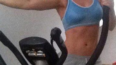 Jeanette Biedermann präsentiert ihren sportlichen Körper - Foto: Facebook/jeanbiedermann
