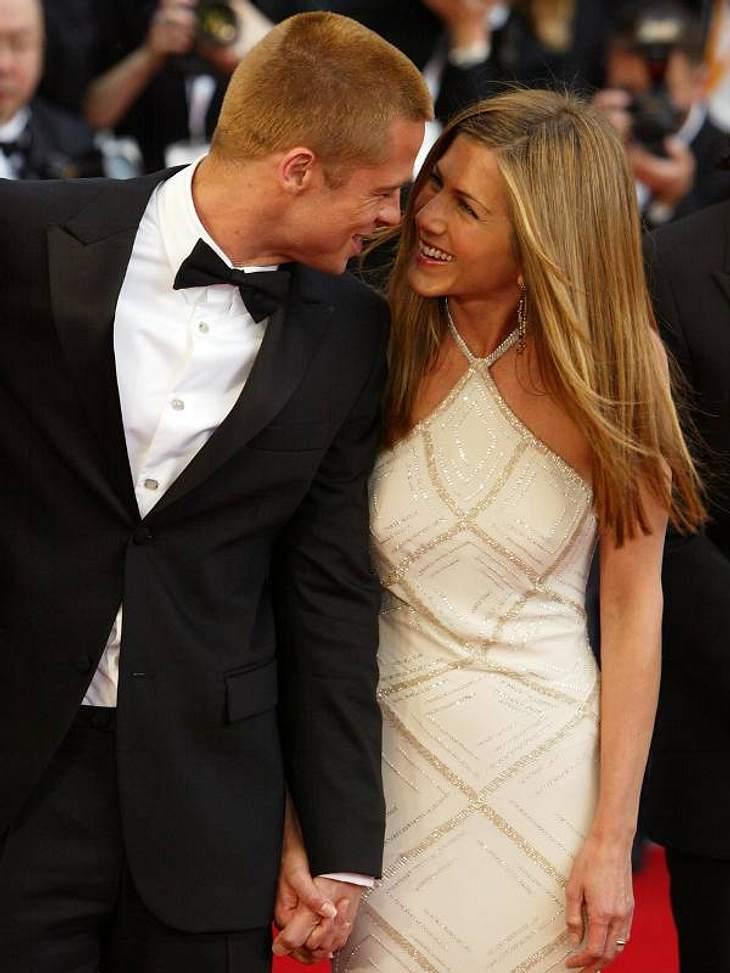 Hier turteln sie noch: Jen und Brad schienen wirklich glücklich gewesen zu sein. Schließlich war ihnen ihre Hochzeit damals 1 Million US-Dollar wert.