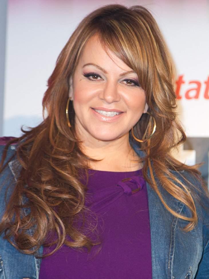 Die Todesfälle 2012Dramatisch: Beim Ansturz eines Privatflugzeugs am 9. Dezember kam die US-mexikanische Sängerin Jenni Rivera (†43) ums Leben. Insgesamt starben sieben Passagiere bei dem Umglück. Jenni Rivera wurde als Kind zweier mexikani