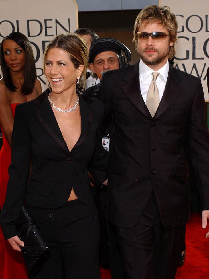"""Der Look von Jennifer Aniston: Januar 2002 Zu den """"Golden Globe Awards"""" 2002 kam Jennifer Aniston im Hosenanzug. Sie trägt oft zu offiziellen Anlässen, wo alle Frauen Kleider tragen, schicke Outfits mit Hose."""