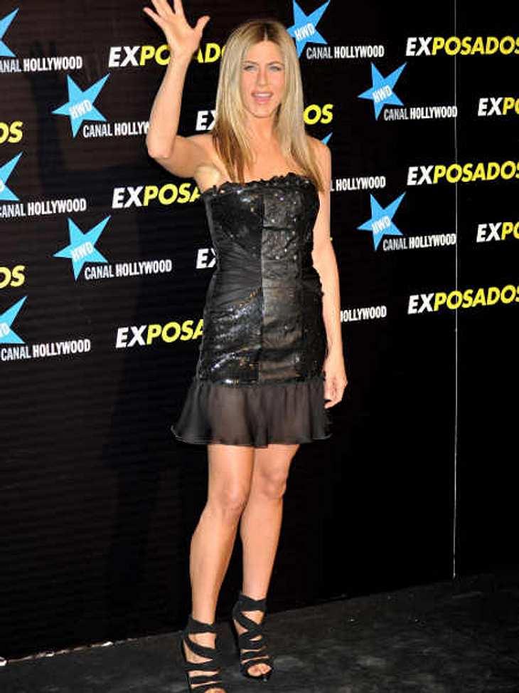 """Der Look von Jennifer Aniston: März 2010 Heiß! Bei der spanischen Premiere von """"Der Kautions-Cop"""" erscheint Jennifer Aniston im kleinen Schwarzen."""