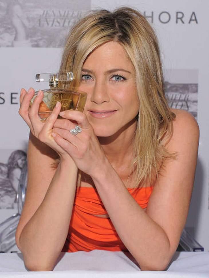 """Der Duft der StarsAuch Jennifer Aniston hat ein eigenes Parfüm. Der Duft trägt den treffenden Namen """"Jennifer Aniston"""". Selbst steht sie jedoch nicht so auf Parfüm: """"Um ehrlich zu sein, ich bin gar keine so große Dufttante&qu"""