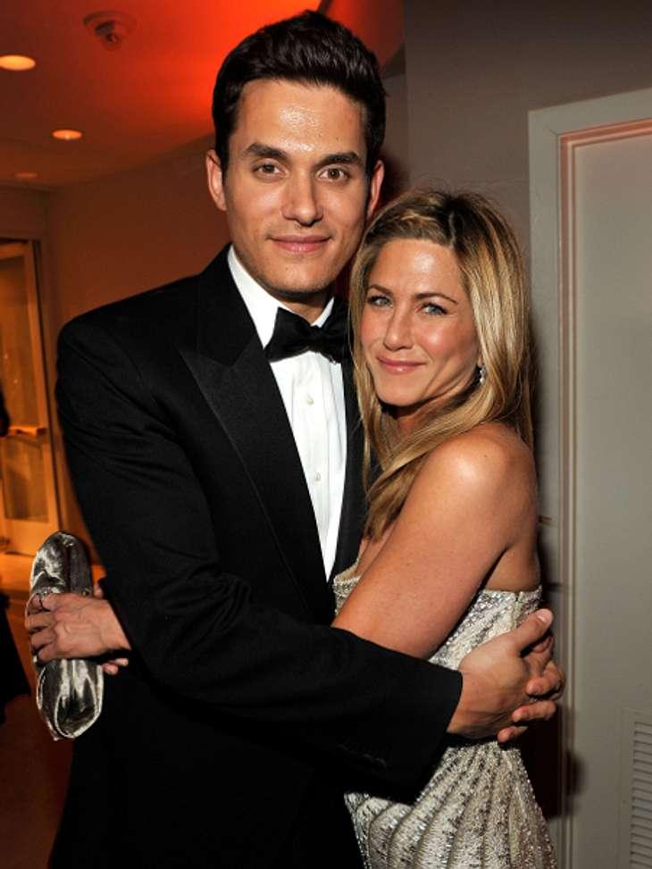 John Mayer - Der Womanizer HollywoodsAuf einer Oscar-Party 2008 soll Jennifer Aniston (42) auf den 34-Jährigen aufmerksam geworden sein. Im April outeten sie sich offiziell als Paar. Auch diese Beziehung war alles andere als stabil und erle