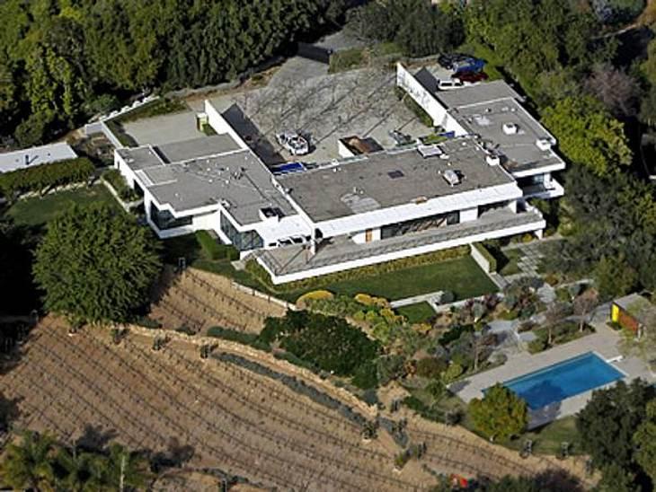 Jennifer Aniston: Das beste Jahr ihres Lebens17 Millionen Euro blätterte Jennifer Aniston im Januar für dieses kuschelige Liebesnest in den Santa Monica Hills in Bel-Air auf den Tisch. Das Anwesen verfügt über vier Schlafzimmer, sechseinhal