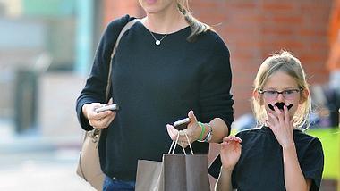 Jennifer Garner und ihre Tochter mit Verkleidung. - Foto: WENN.com