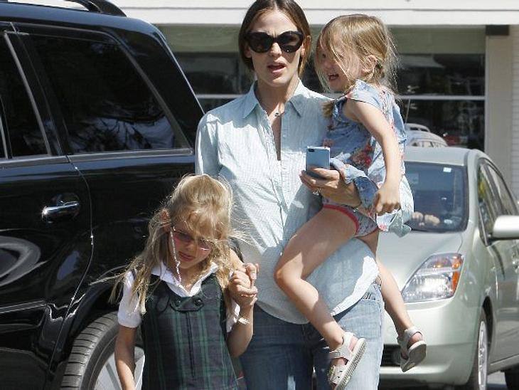"""Wer ist die beste Mutter Hollywoods?Die HarmonischePrima! Ihre drei Kinder Violet, Seraphina und Samuel lernen nicht nur Manieren, sondern sollen sich auch zu echten Persönlichkeiten mausern. """"Es ist so wichtig für mich, dass sie gesun"""