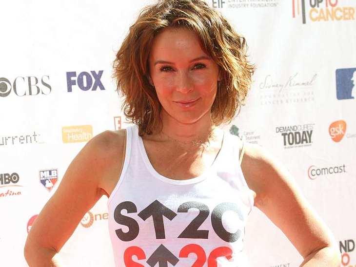 """Ende 2009 wurde bei """"Dirty Dancing""""-Star Jennifer Grey ein Knoten am Hals festgestellt. Sie hielt den Knoten erst nicht für bedenklich und wollte ihn nicht entfernen lassen, da er schon vier Jahre lang da war. Bei einer Teilentfer"""