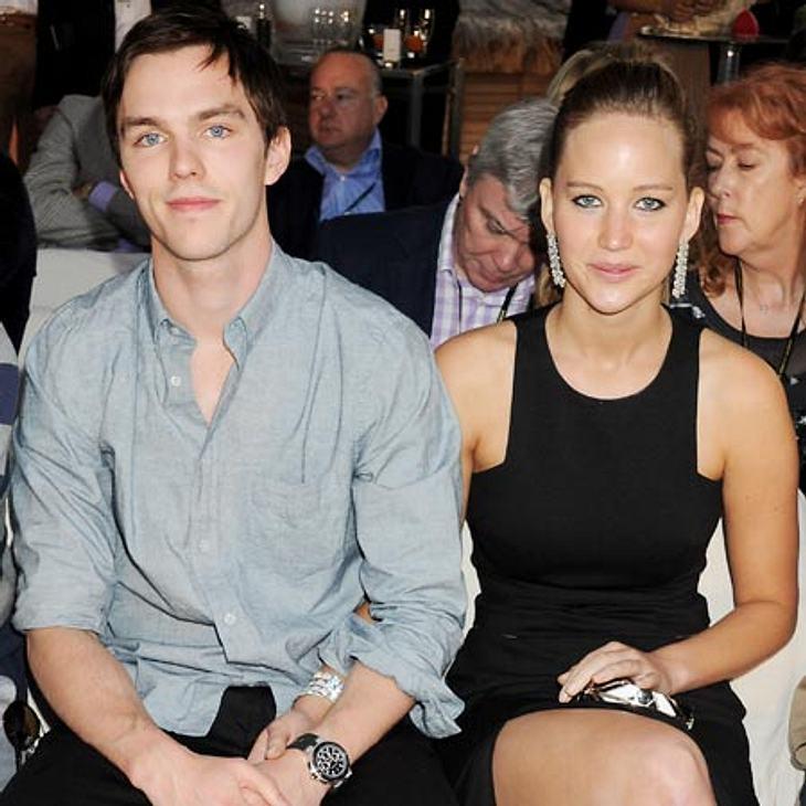 Zieht Jennfier bald zu ihrem Freund Nicholas Hoult nach England?