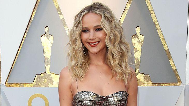 """Jennifer Lawrence hat """"Ja"""" gesagt: Diese Mega-Stars feierten mit der Schauspielerin"""
