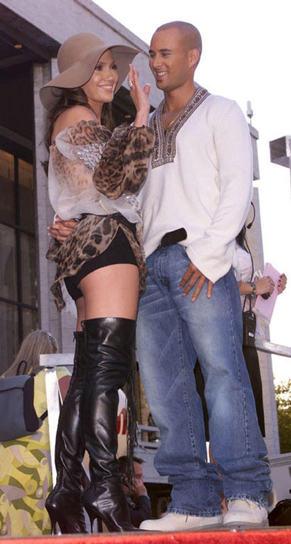 Blitz-Scheidung: Die kürzesten Promi-EhenSchon dreimal hat Jennifer Lopez sich scheiden lassen. Ehe Nummer eins war die kürzeste. Bei Tänzer Chris Judd hielt sie es nur neun Monate aus.