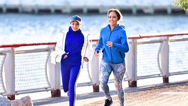Jennifer Lopez und Vanessa Hudgens - Foto: Getty Images