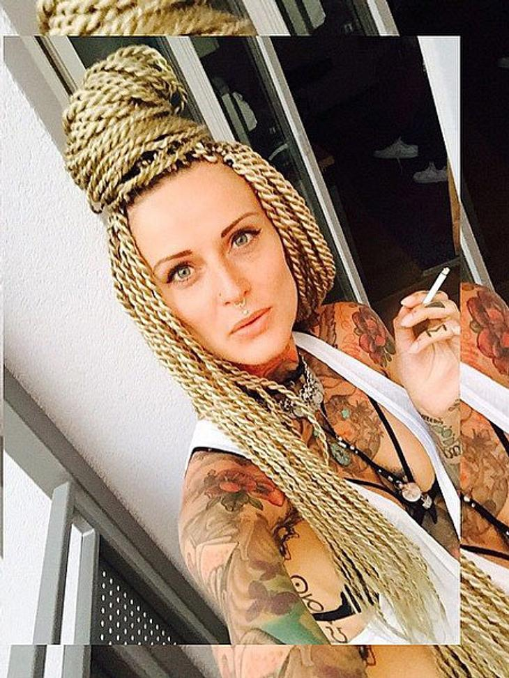 Jennifer Weist mit mega Rasta-Mähne