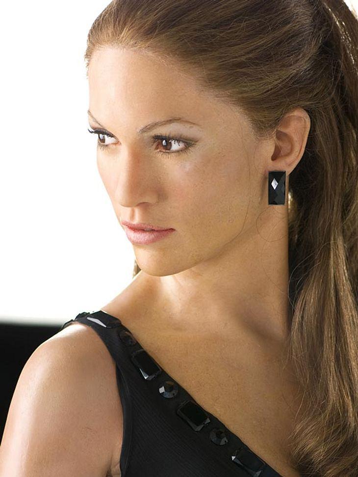 """Stars bei Madame Tussauds: Freiwillig würde eine Diva wie Jennifer Lopez mit Sicherheit nicht so lange und so still auf einem Platz stehen. Im Gegensatz zum Original ist ihre Wachsfigur im Berliner """"Madame Tussauds"""" angenehm unkom"""