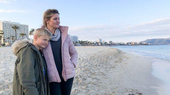 Jenny Matthias und Sohn Leon - Foto: TVNOW / 99pro Media