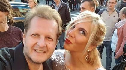 Daniela steht hinter Jens Büchner - Foto: Instagram/@dannibuechner