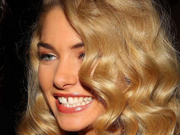 Mut zur Zahnlücke!Jessica Hart ist ein Topmodel mit Topmaßen. Ihre große Zahnlücke ist ihr Markenzeichen und macht sie noch erfolgreicher.