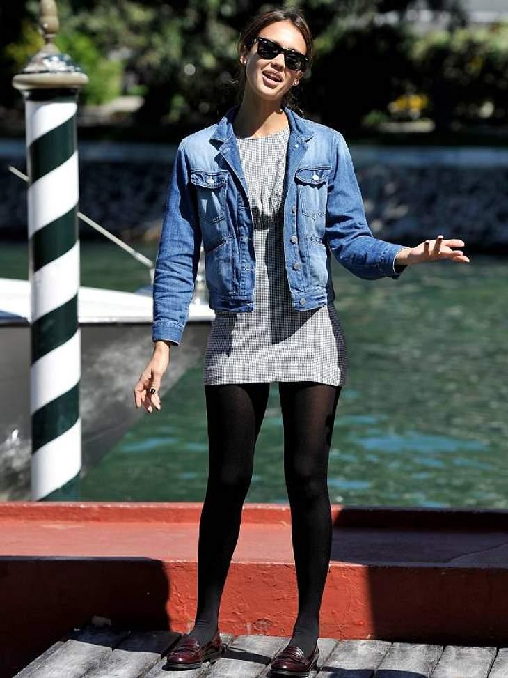 Jessica Alba - noch ganz casual - kam mit dem Wassertaxi an.