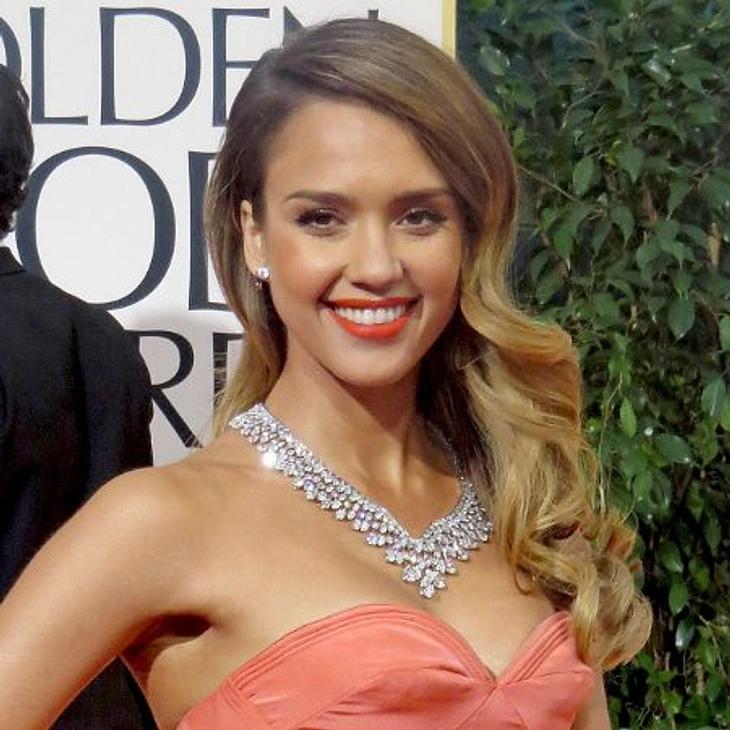 Sideswep - der Frisuren-Trend der StarsEs geht auch schick gelockt - wie bei Jessica Alba.