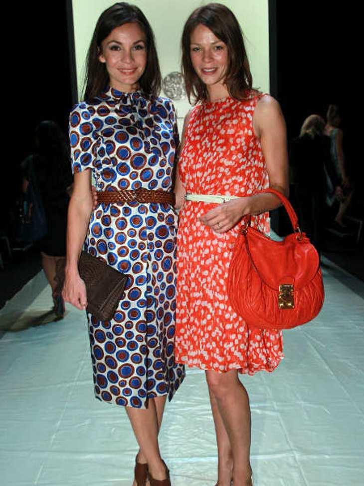 """Fashion Week Berlin Jessica Schwarz und Nadine Warmuth bei der """"Rena Lange""""-Show."""