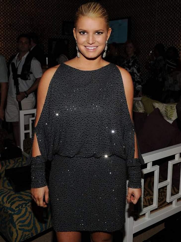 Pailletten-Abendkleider:Das richtige Funkeln kann auch von dem einen oder anderen Pölsterchen ablenken - wie bei Jessica Simpson.