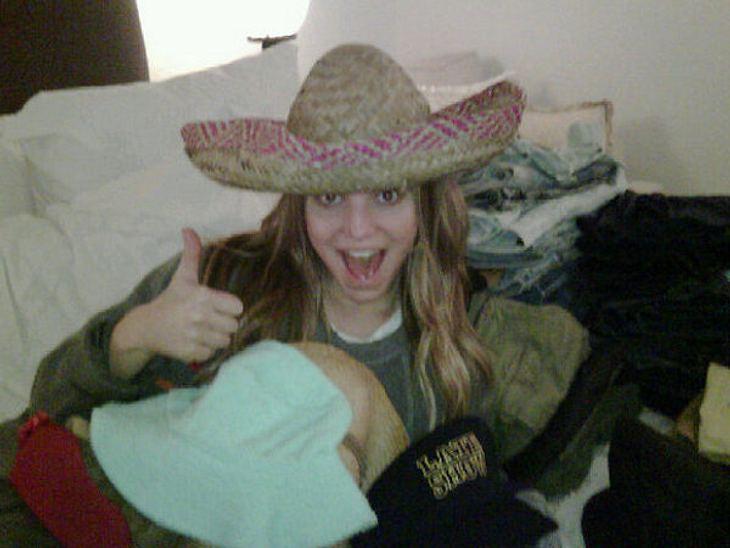 Die Twitter-Fotos der StarsUnd es ist: Jessica Simpson (31)! Die Sängerin hat offenbar ein Faible für durchgeknallte Fotos...