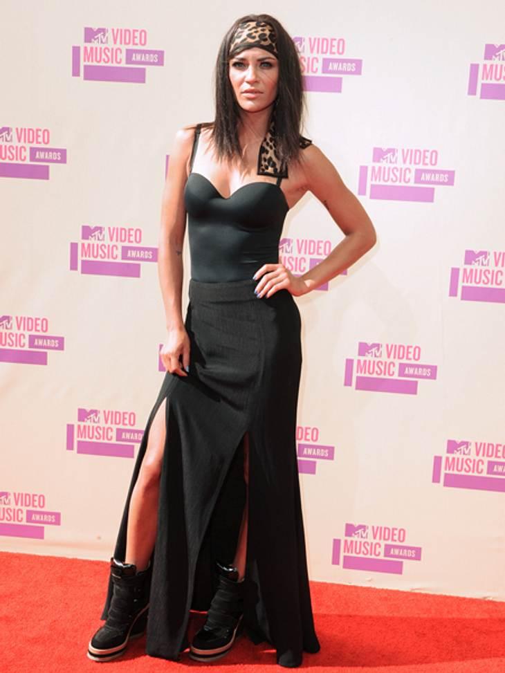"""Der Style der VMA 2012: Tops & FlopsNein, nein, nein. Alles an diesem Outfit - die Schuhe, das Haarband mit Leo-Muster, das eher nach einem Body aussehende Kleid und der unförmige Rock - ist furchtbar. """"Gossip Girl"""" Jessica Sz"""
