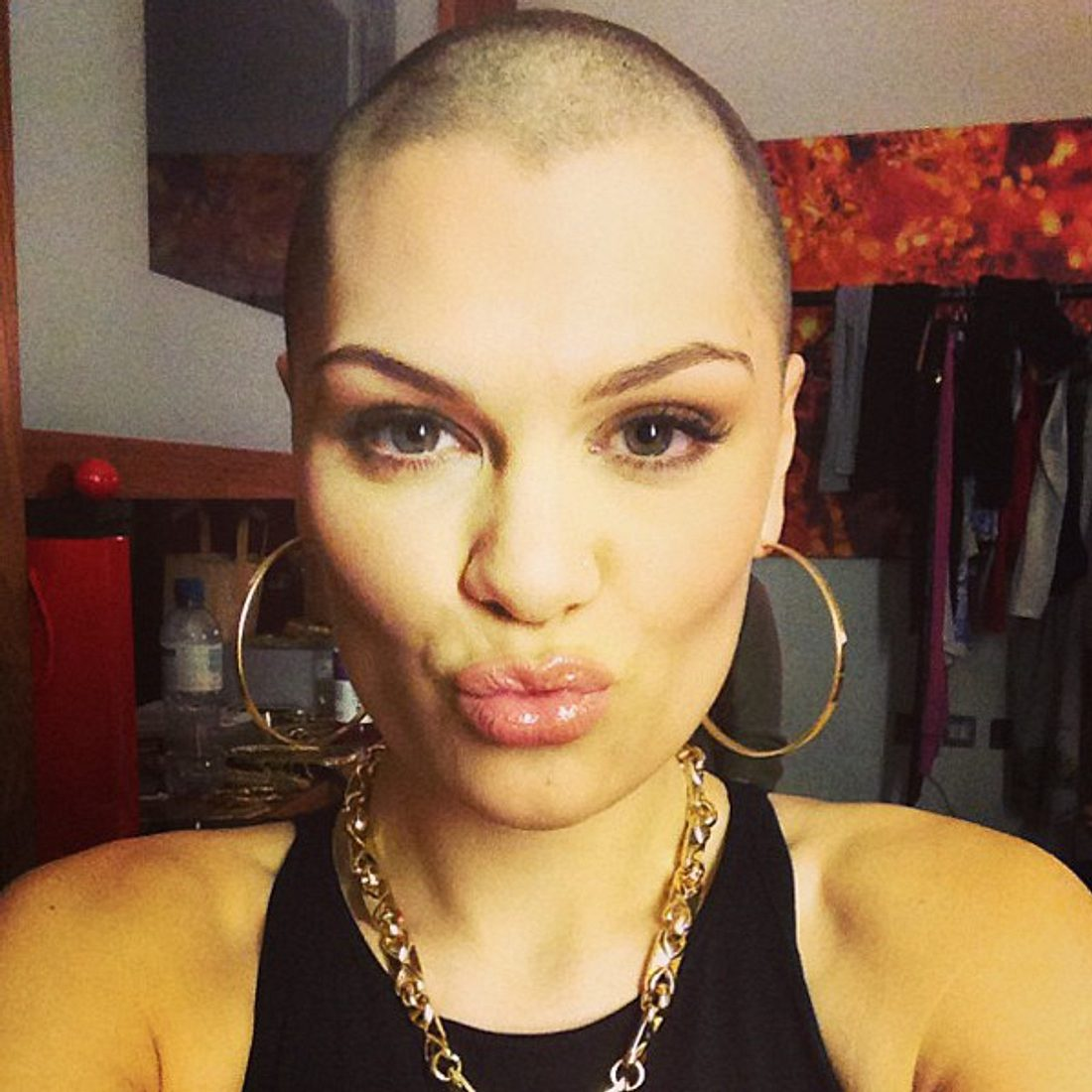 Jessie J ließ sich für den guten Zweck eine Glatze schneiden