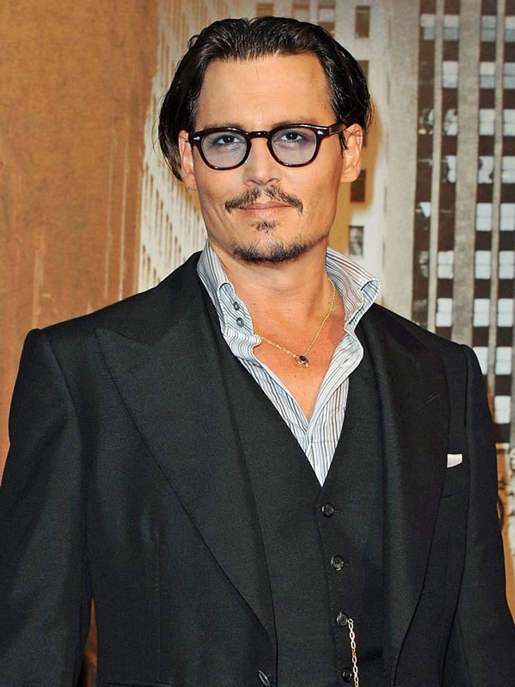 Stars lieben Luxus: Luxus-Trinkgeld1.700 Euro hat das Essen im Restaurant von Johnny Depp gekostet. Großzügig wie er ist, hat er dem Kellner 2.700 Euro auf den Tisch gelegt.